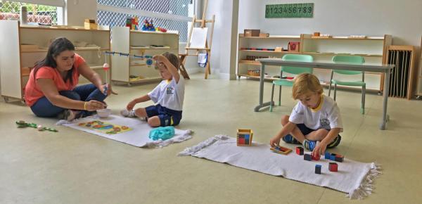 Saiba mais sobre o curso Aprendizagem Montessoriana